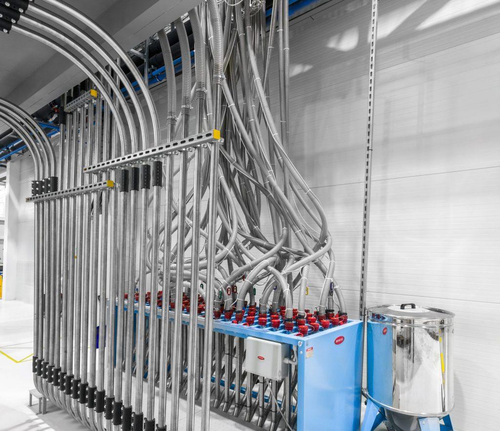 Detail stroje v hale